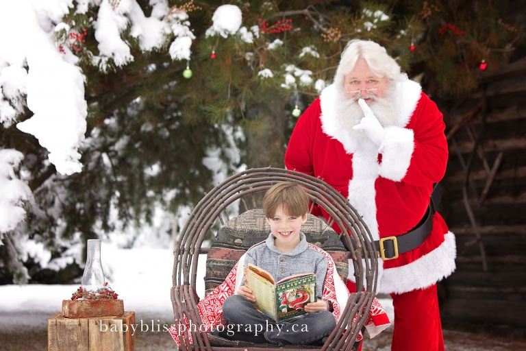 Kelowna Santa Photographer | Baby Bliss Photography | www.babyblissphotography.ca