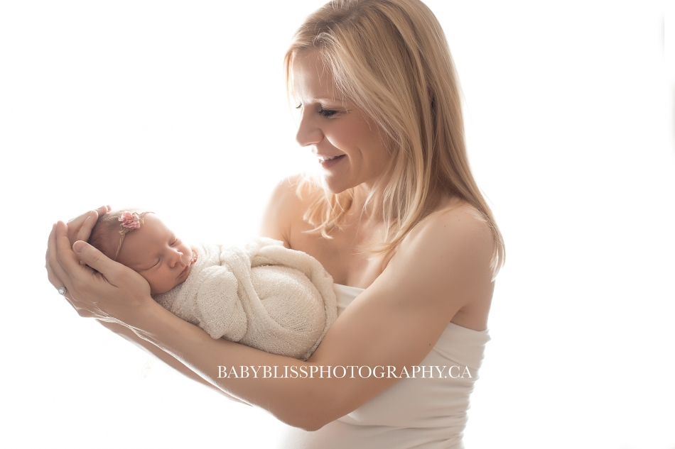 Okanagan Newborn Photographer | Baby Bliss Photography | www.babyblissphotography.ca